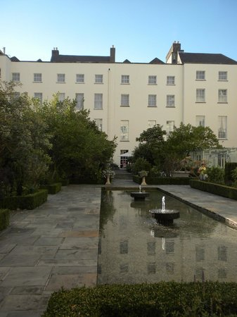 The Merrion Hotel: Back grounds