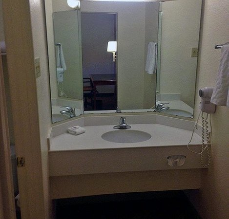 Motel 6 Texas City: Bathroom