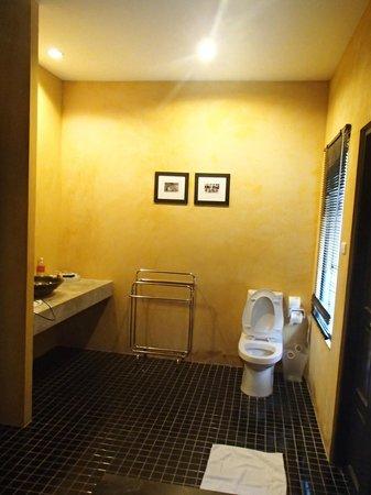 The Old Phuket: bathroom