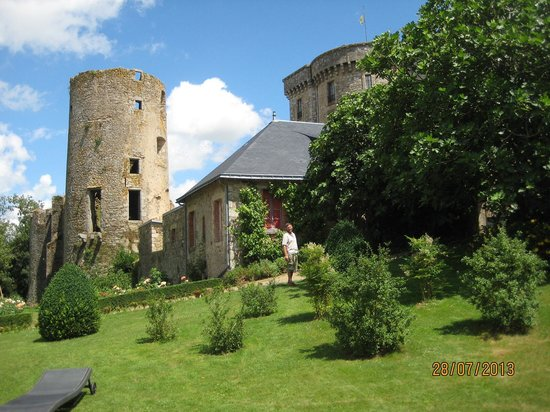 Chateau de la Flocelliere : Le chateau from the orchard