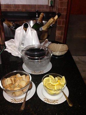 Bahia Principe Tenerife: champagne and Caviar at the breakfast buffet each day