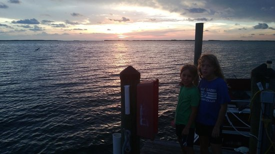 Riptide RV Park & Motel: Sunset from the dock