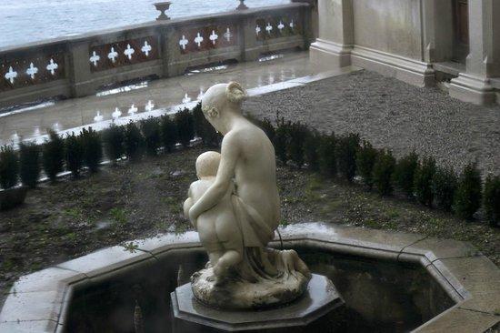 Museo Storico del Castello di Miramare: Terrazza di Miramare sotto la pioggia