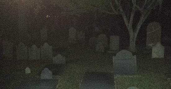 The Charles Towne Pub Stroll : Cool cemetery we passed on the tour