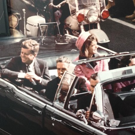 Newseum: The motorcade on that fateful Dallas Day!