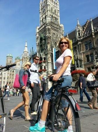 Marienplatz: Это место встреч и праздников