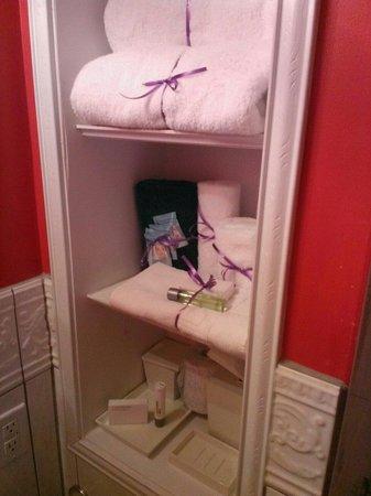 Apalachicola River Inn : Bathroom so cute.