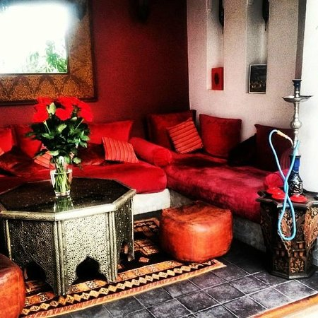 Riad Assouel: Seating Area in Courtyard