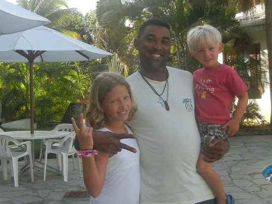 Coconut Palms Resort: Luis and Guests