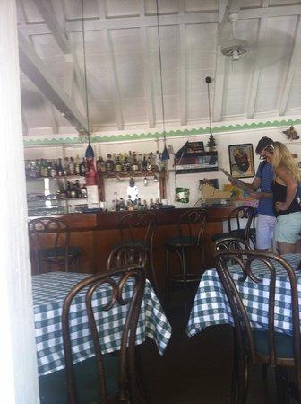 Hemingways Caribbean Cafe: interno: la zona bar