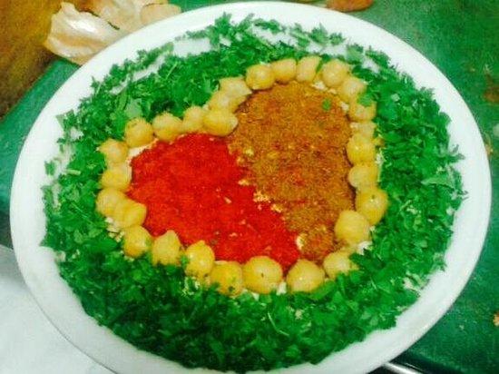 Abu Hassan Restaurant: Hummus full of love