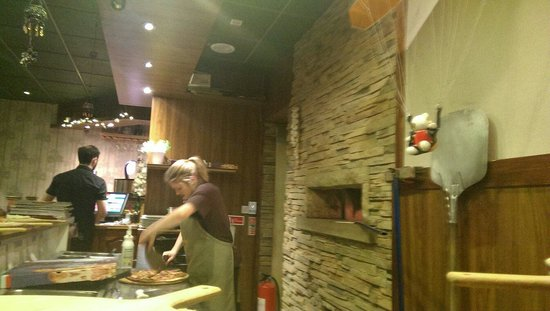 Woodstone Pizza and Grill: Busy at work