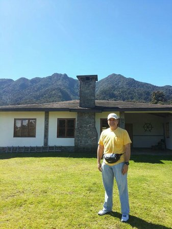 Sendero Los Quetzales (The Quetzales Trail) : Vista del Volcan Varu