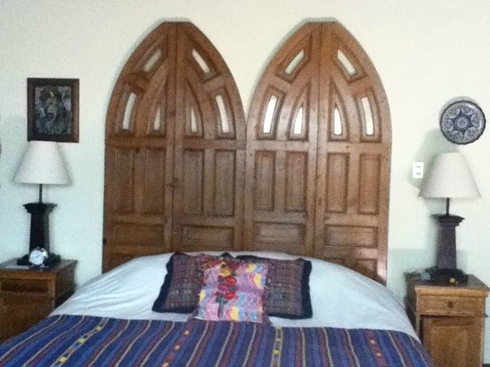 Hotel Sor Juana: Our suite and its incredibly comfortable super-king bed