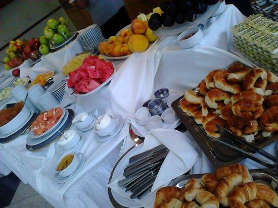 Sol Victoria Hotel Spa & Casino: variado desayuno