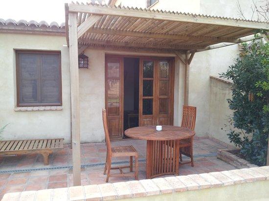 Masia Durba: terraza de la suite