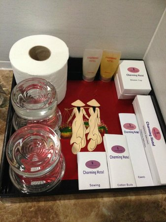 Hanoi Charming 2 Hotel: Freebies in bathroom