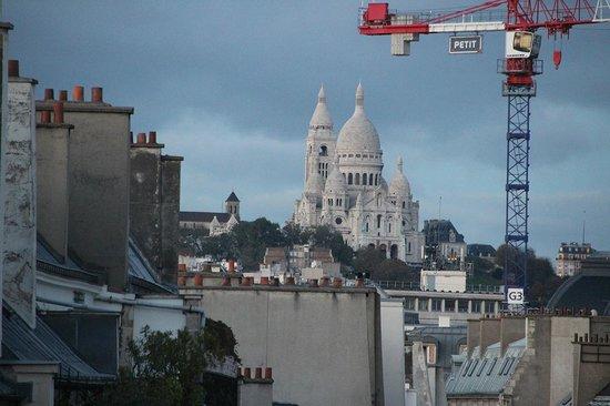 Hotel Louvre Sainte Anne: A linda Sacre-Coeur, vista do nosso balcão