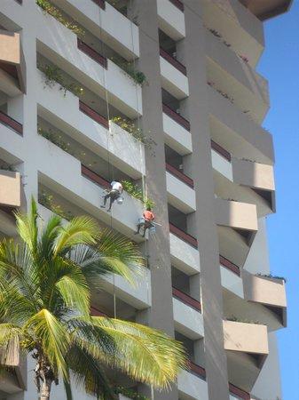 The Inn at Mazatlan: Painting the Azteca Tower