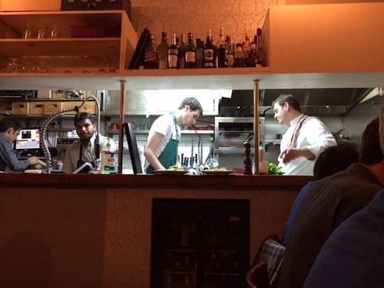 L'Ange 20 Restaurant : Personeel in open keuken