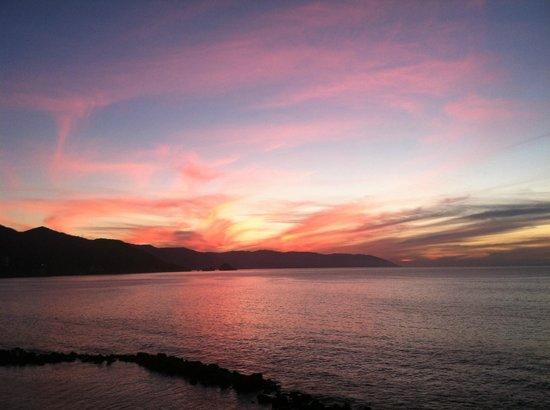 Costa Sur Resort & Spa: Amazing sunsets!