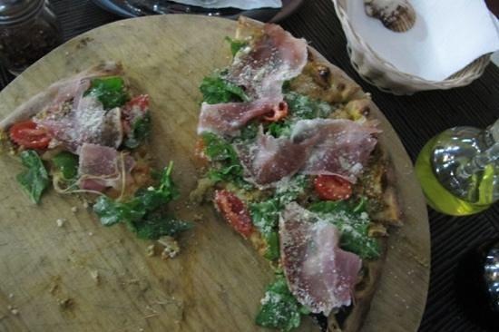 L'Angolo di Napoli: Melinda Pizza (or what's left of it :)