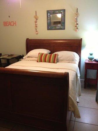 Lido Islander: cozy, clean room
