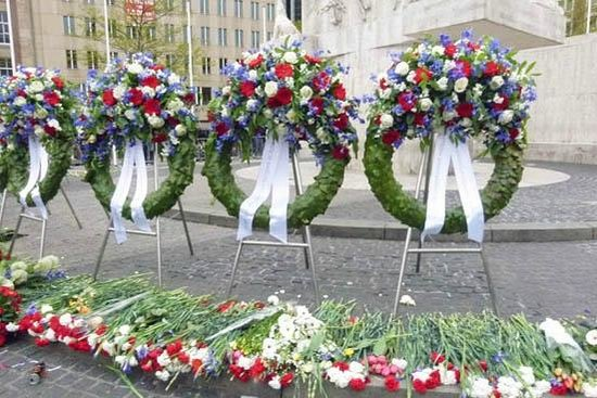 Dam Platz: funeral wreath by the commemoration day
