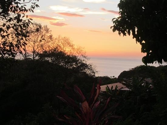 Brovilla Resort Hotel: sunset view from our patio. this was about the time the howler monkeys would sing.