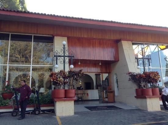 Mision de Los Angeles: Recepcion del hotel