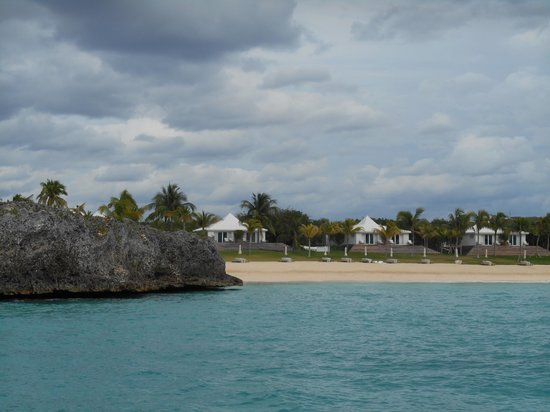 The Cove Eleuthera: View of resort from sea