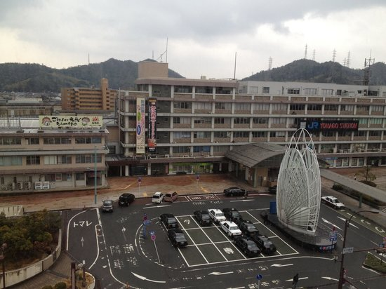 Yonago Washington Hotel Plaza: View of yonago train and bus station from our window