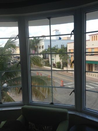 Essex House : Morning on Collins Ave.