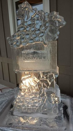 Pondview Estate Winery : Nice Ice Sculpture