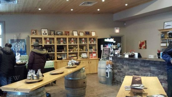 Pondview Estate Winery : The tasting room