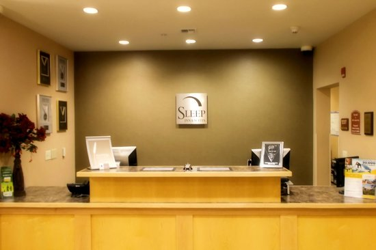 Sleep Inn & Suites Redmond: Welcome to the Front Desk