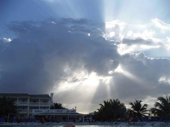 Grand Palladium Jamaica Resort & Spa: View from main pool towards Lady Hamilton