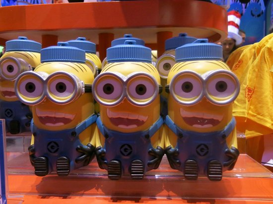 Universal Orlando Resort: Minion water bottles $16!