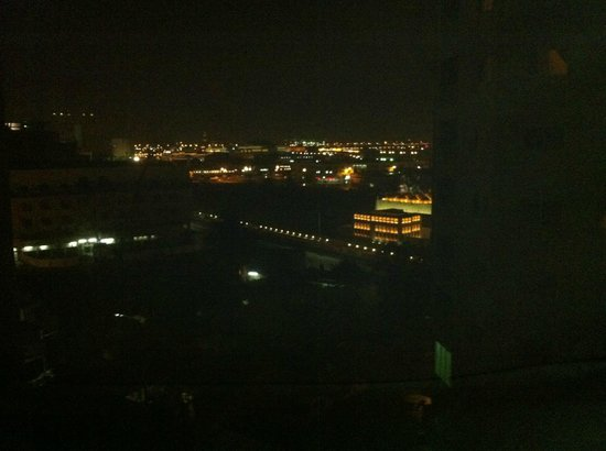La Villa Hotel: panoramic view from my window by night