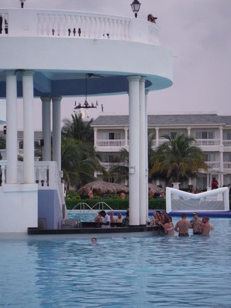 Grand Palladium Jamaica Resort & Spa: Swim up bar at Infinity Pool