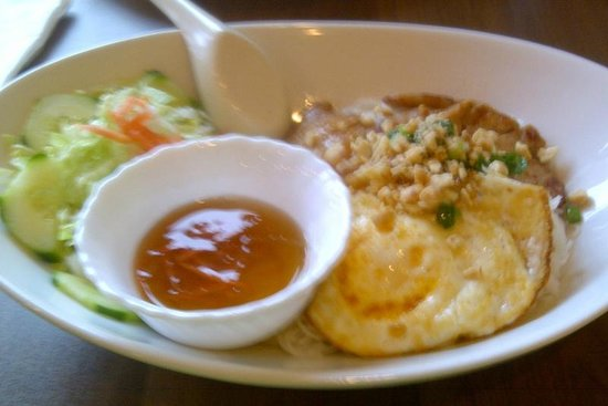 Pho Sate Restaurant: Vermicelli Bowl with Chicken and Egg