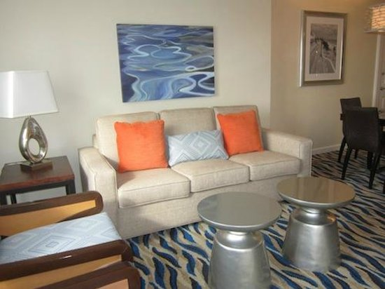 Marriott's BeachPlace Towers: Living room couch