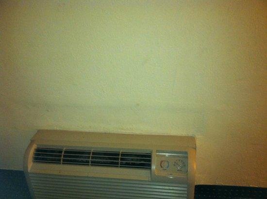Days Inn Savannah -  Abercorn Southside: Painting on ceiling