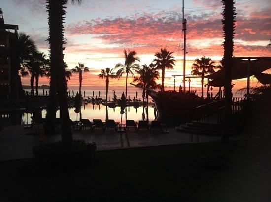 Villa del Arco Beach Resort & Spa Cabo San Lucas: sunrise at Villa del Arco