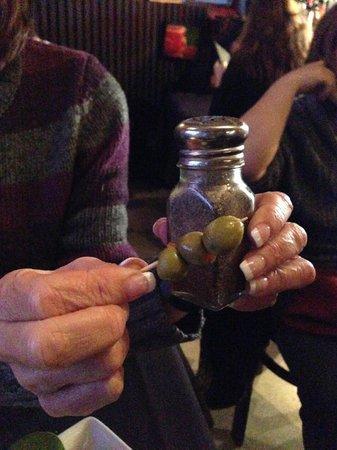 El Gato Azul : HUGE olives!
