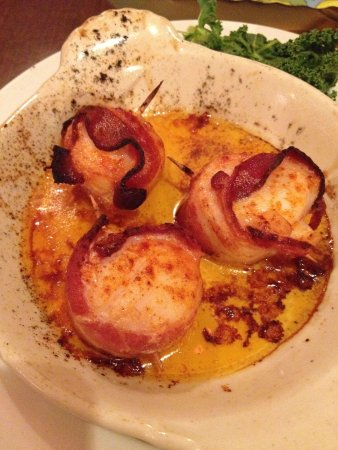 The Fish House : Bacon wrapped scallops appetizer.