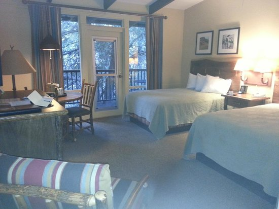 Yosemite Valley Lodge: Cosy but spacious room