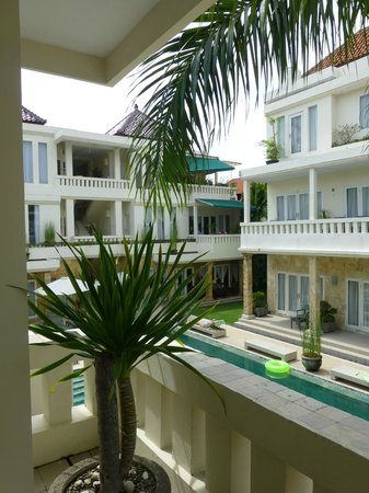 Bali Court Hotel and Apartments: Court Yard