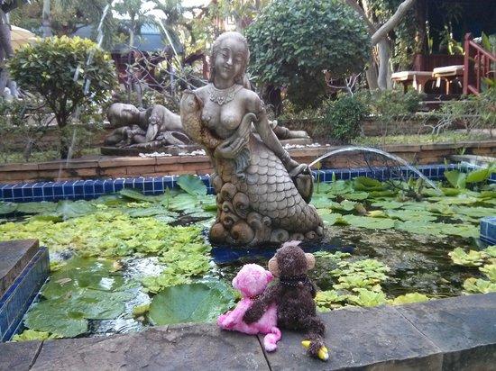 Ruenkanok Thai House: Water feature