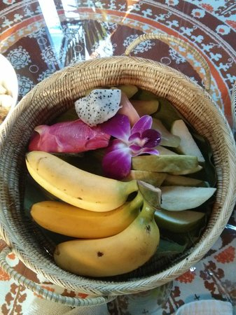 Ruenkanok Thai House : Fruit Basket delivered every day